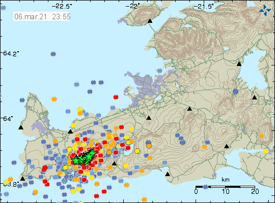 Dense earthquake activity in Fagradalsfjall volcano with many green stars showing earthquakes with magnitudes above Mw3,0 and many new red dots showing new smaller earthquakes