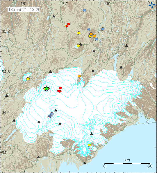 Green star in Bárðarbunga volcano caldera and few red dots east of Bárðarbunga volcano showing new deep dyke activity taking place. Image is from 13:20 today (13-May-2021).