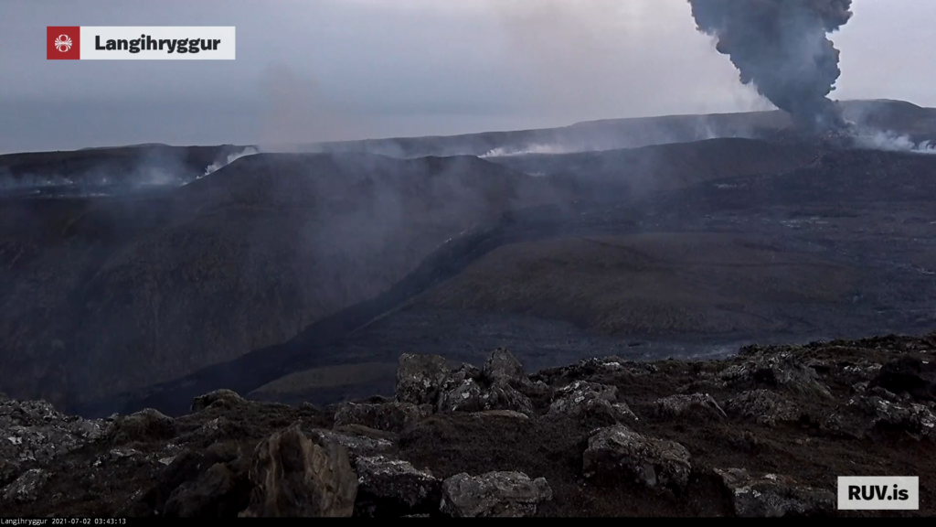 Cloud of volcano ash from the crater at around 03:43 UTC.